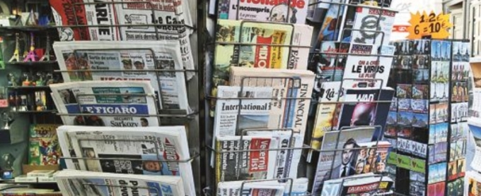 Kiosque à journaux, boulevard Montmartre, 75002 Paris.
