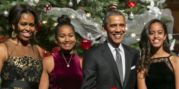"United States President Barack Obama, center right, first lady Michelle Obama, left, and daughters Sasha, center left, and Malia, right, pose with ""elves"" prior to the taping of TNT's ""Christmas in Washington"" program in Washington, D.C. on December 14, 2014. The ""elves"" are former patients of Children's National Medical Center, the beneficiary of this evenings concert. Credit: Kristoffer Tripplaar / Pool via CNP"