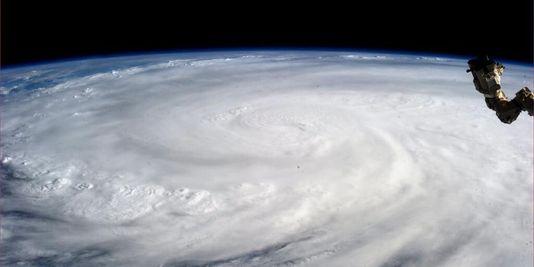 3511413_3_0c52_le-typhon-haiyan-vu-de-la-station-spatiale_a61cf1eb98d0c85d922b430c16eb7c1a